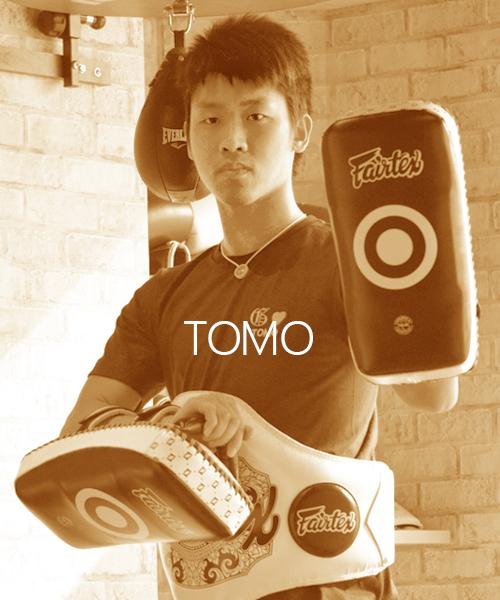 コーチ:TOMO